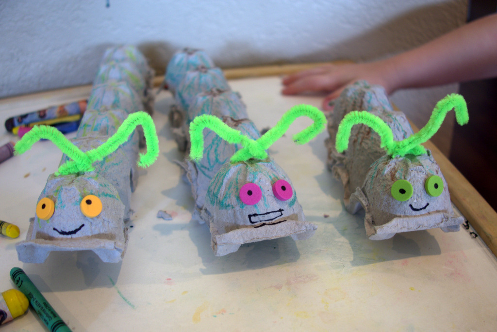 Summer project make a caterpillar from an egg carton for Things to make with egg boxes