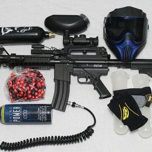 800px-Paintball_Gun_and_Equipment