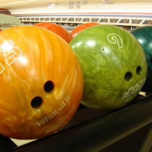 1200px-Bowlingball